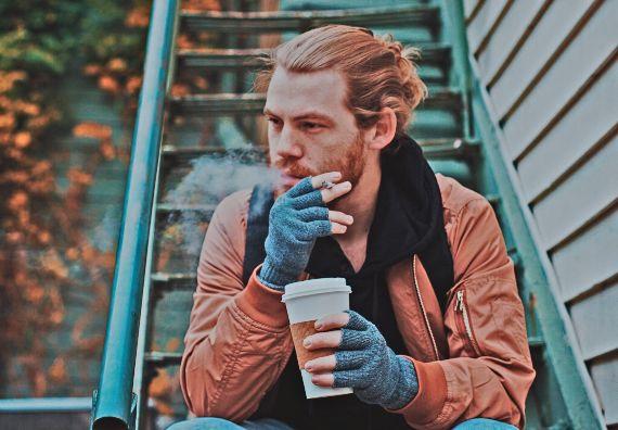 caffe e sigaretta
